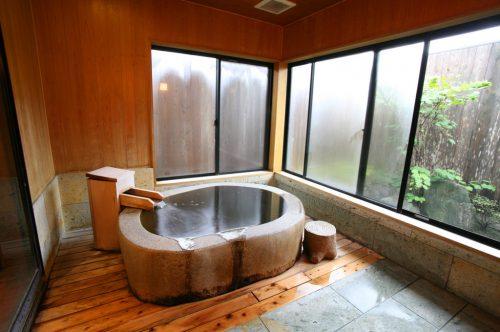 ちはやぶる(御影石風呂)浴室