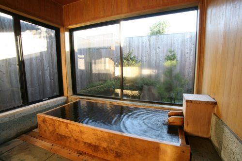 むらさめの(檜風呂)浴室