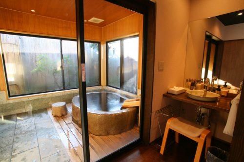 たごのうら(御影石風呂)洗面所浴室