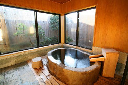 たごのうら(御影石風呂)浴室