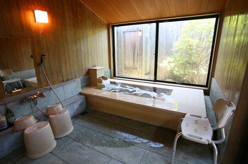 きみがため(檜風呂)浴室