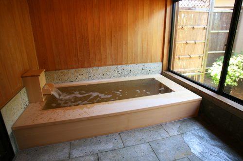 つくばねの(檜風呂)浴室